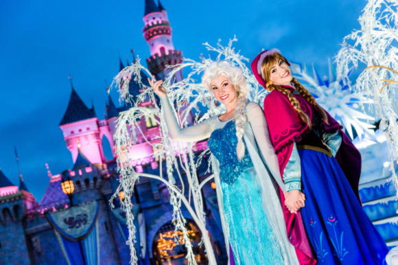 """""""Frozen"""" Sisters Join """"A Christmas Fantasy"""" Parade for 2"""