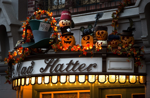 "PUMPKINS ON MAIN STREET, U.S.A. (ANAHEIM, Calif.) – Hundreds of pumpkins decorate Main Street, U.S.A., in celebration of the Pumpkin Festival during Halloween Time at the Disneyland Resort, from Sept. 11 through Nov. 1, 2015. This year, the family-friendly Mickey's Halloween Party expands to 17 nights throughout the season at Disneyland park, where guests are invited to trick-or-treat in costume, celebrate with favorite Disney characters and enjoy special presentations of the ""Halloween Screams"" fireworks spectacular and the all-new ""Paint the Night"" parade. Also this fall, the Diamond Celebration continues, with dazzling entertainment and décor plus nighttime spectaculars. (Paul Hiffmeyer/Disneyland Resort)"