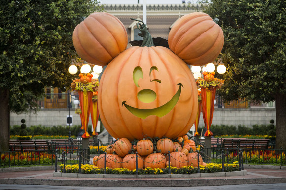 "HALLOWEEN TIME AT THE DISNEYLAND RESORT (ANAHEIM, Calif.) - The Diamond Celebration continues as guests celebrate Halloween Time at the Disneyland Resort from Sept. 11 through Nov. 1, 2015 with dazzling entertainment and decor, in addition to the return of Haunted Mansion Holiday and Space Mountain Ghost Galaxy. This year, the family-friendly Mickey's Halloween Party expands to 17 nights throughout the season at Disneyland park, where guests are invited to trick-or-treat in costume, celebrate with favorite Disney Characters and enjoy special presentations of the ""Halloween Screams"" fireworks spectacular and the all-new ""Paint the Night"" parade. (Paul Hiffmeyer/Disneyland Resort)"