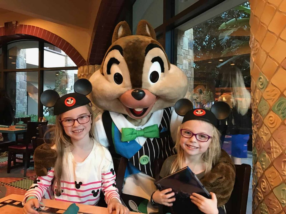 Hanging out with the Disney Characters at Goofy's Kitchen #Disneyland